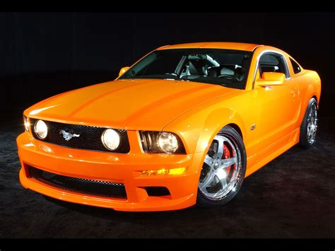2005 Ford Mustang GT 1024x768 178 - Tapety na pulpit