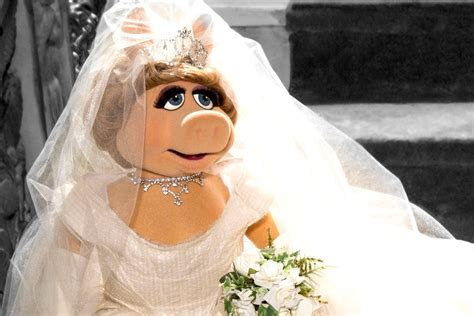 Miss Piggy angling for Royal Wedding 2018 invite after